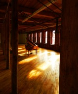 The loft space of Art & Industrie, empty of all but a Steinway piano... and the afternoon sunlight.